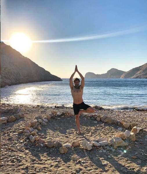 pendant que Agustin Galiana fait son yoga