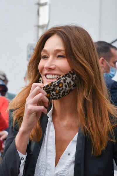Carla Bruni a osé un masque léopard