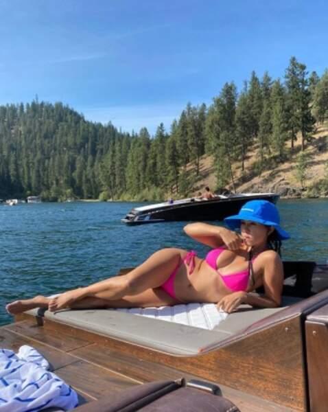Et rose fuschia pour Kourtney Kardashian !