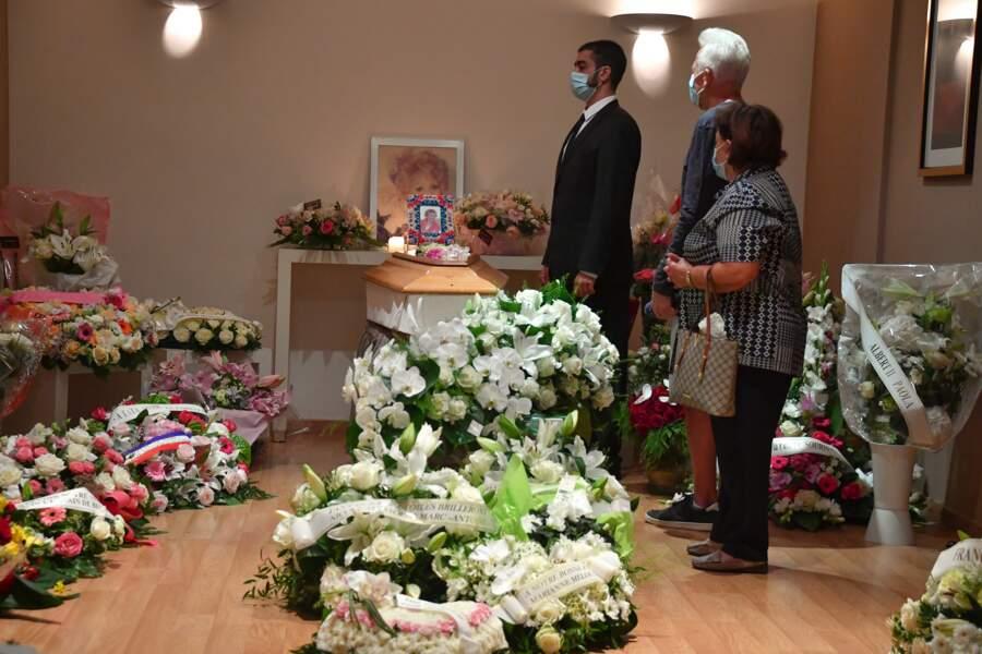 Le cercueil d'Annie Cordy exposé à la chambre funéraire de Cannes