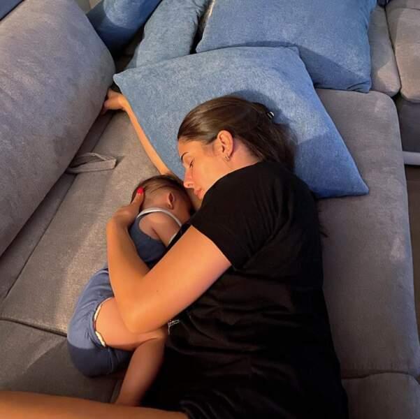 C'était l'heure de la sieste pour Coralie Porrovecchio et son fils Leeroy.
