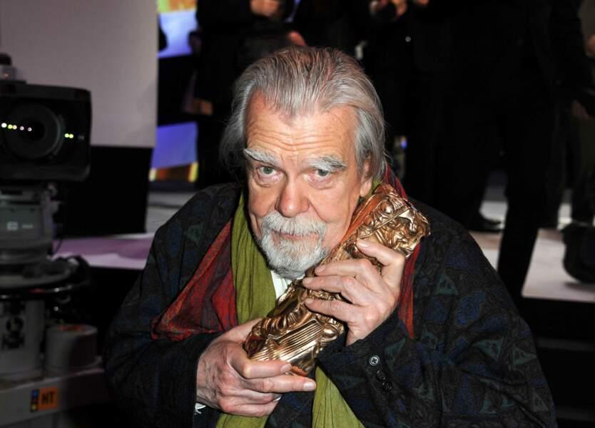 """Michael Lonsdale reçoit en 2011 l'oscar du meilleur acteur dans un second rôle pour le personnage de frère Luc dans """"Des hommes et des dieux"""""""