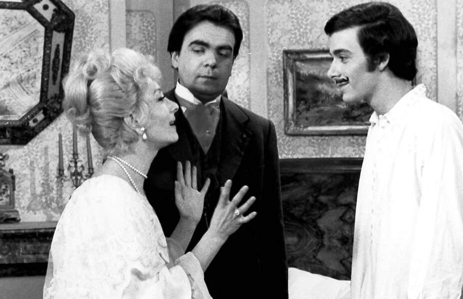 """Michael Lonsdale a joué dans de nombreuses comédies populaires; ici dans """"Hibernatus"""" avec le clan de Funès (1969)"""