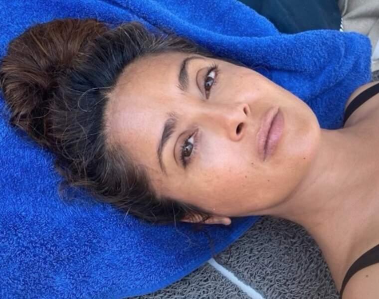 Halte capillaire : Salma Hayek a dévoilé en image ses cheveux blancs.