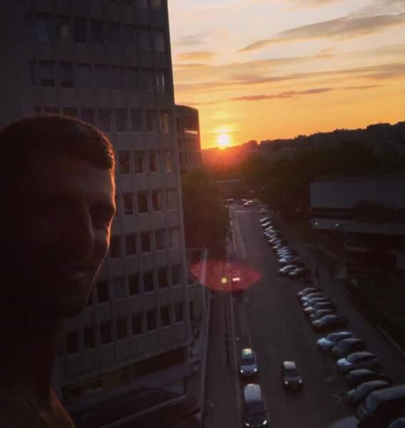 Et un conseil : pour réussir vos selfies, ne les faites pas à contre-jour comme Novak Djokovic.