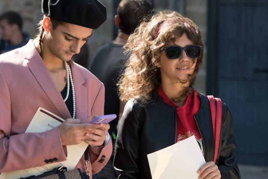 Eliott Prevost (Nicolas Anselmo), un jeune homme exubérant au look androgyne, et Elodie Larroudé (Sarah-Cheyenne Santoni), aveugle, ne compte pas laisser son handicap l'empêcher d'accomplir ses ambitions, passent aussi le concours.