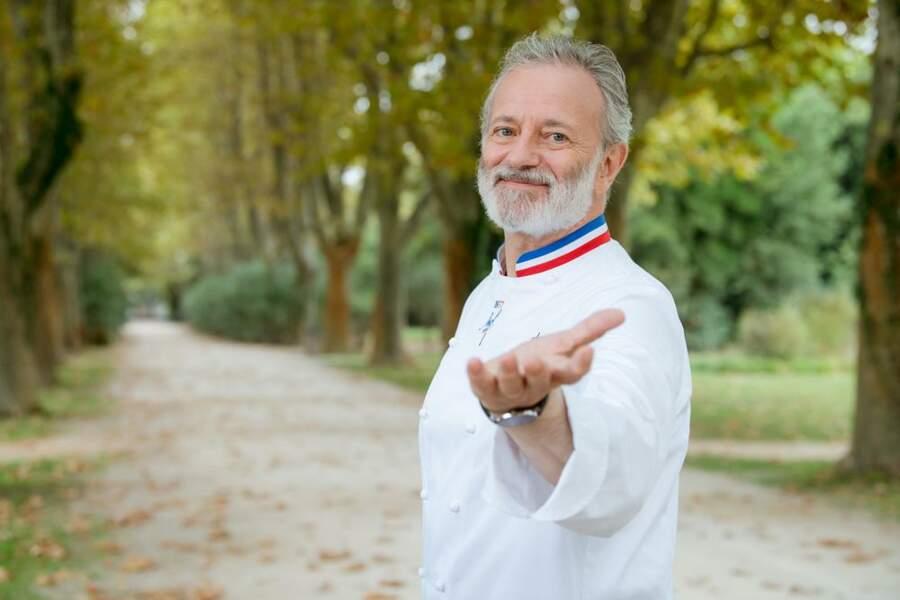 Auguste Armand (Francis Huster) vous accueille dans son école de gastronomie française pour une nouvelle rentrée riche en rebondissements