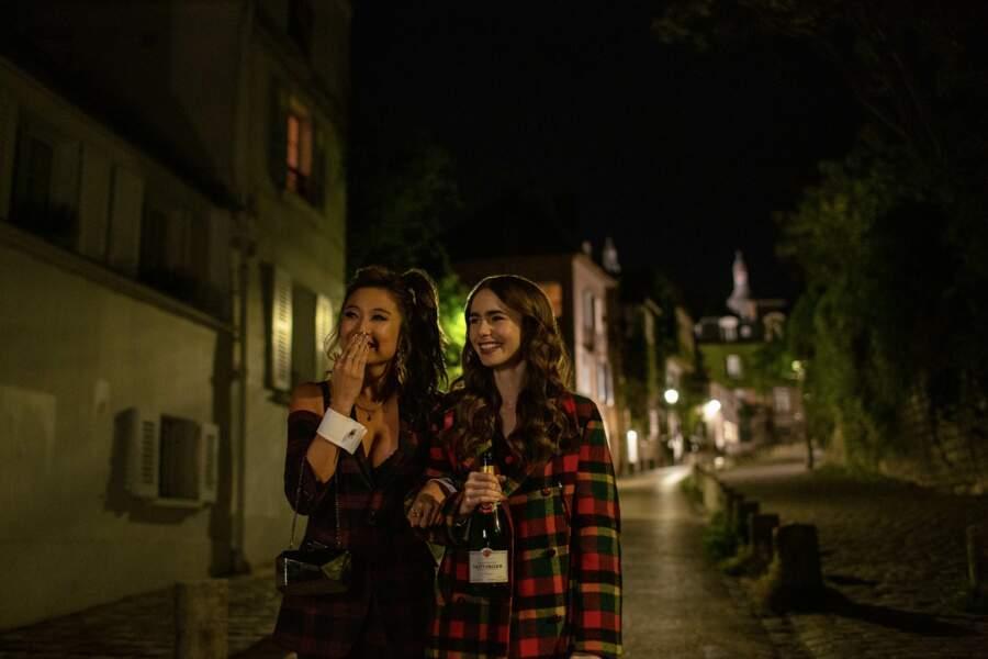 Emily et son amie Mindy trinquent à la belle vie... et au champagne Taittinger !