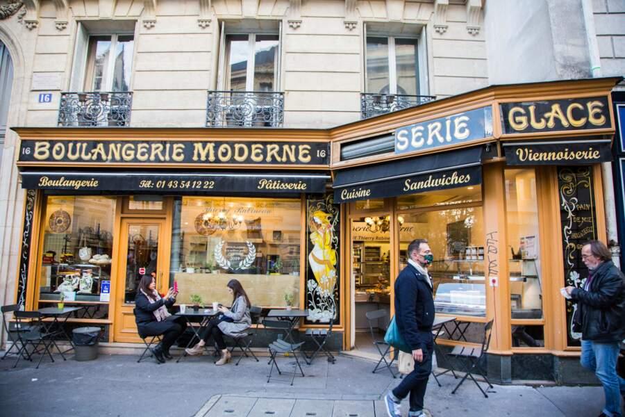 Quoi de mieux qu'une boulangerie typiquement parisienne pour déguster un bon café croissant ?