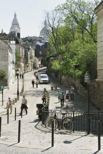 Une rue qui porte bien son nom : la rue de l'Abreuvoir à Montmartre