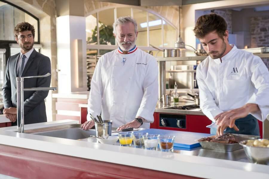 Sous le regard bienveillant d'Auguste, Maxime fait ses preuves en cuisine
