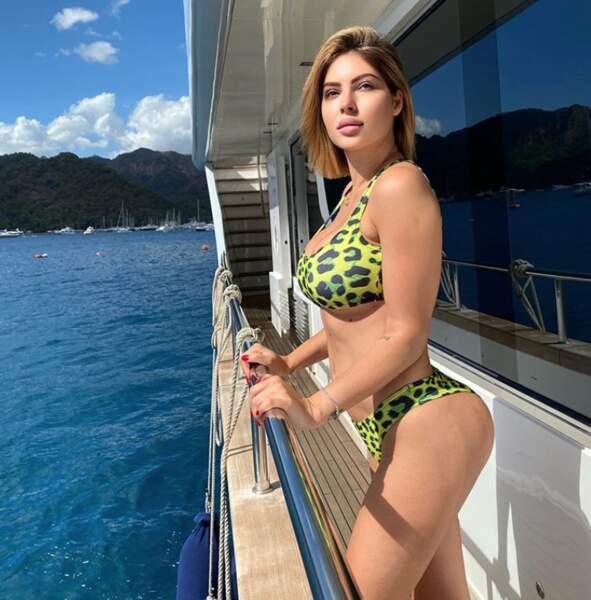 Bikini pour Meriem Debbagh, nouvelle recrue de Touche pas mon poste !, en Turquie.
