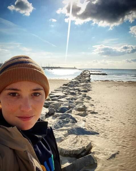Déborah François a elle profité d'un rayon de soleil pendant son jour de repos sur le tournage de la série Sauver Lisa.