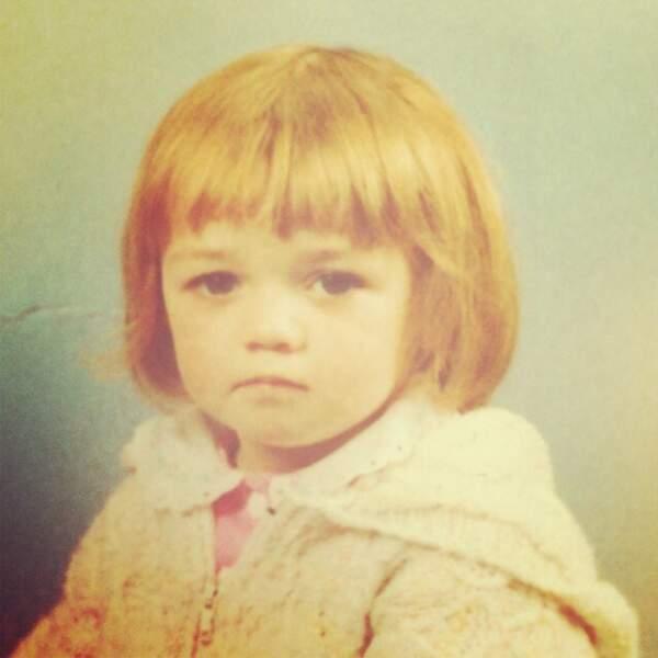 Le regard déterminé dès toute petite pour Maisie Williams