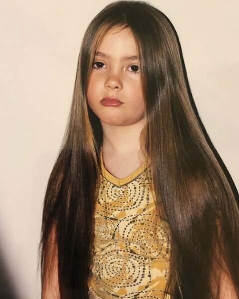 Pas de sourire mais les cheveux de Raipone pour la chanteuse Vendredi sur Mer.