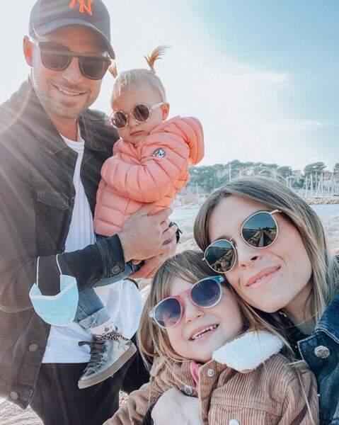 Et Alexia Mori de Secret Story a posé avec sa petite famille, dont ses filles Louise et Margot.