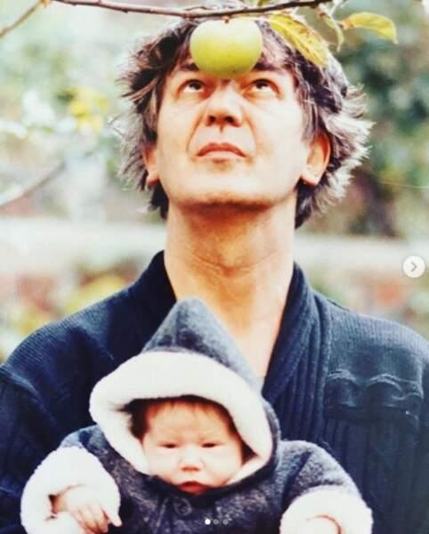 Izia a célébré l'anniversaire posthume de son papa, Jacques Higelin, avec cette photo vintage.
