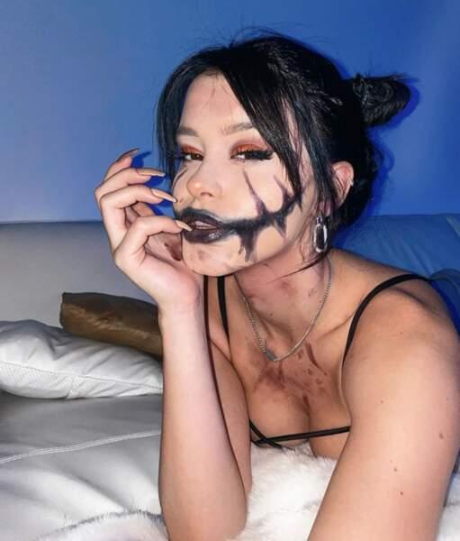 De son côté, Lea Elui a célébré Halloween en avance avec une bouche XXL.