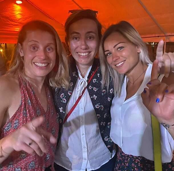 Sabrina Delanoy (au centre) est l'une de ses meilleures amies