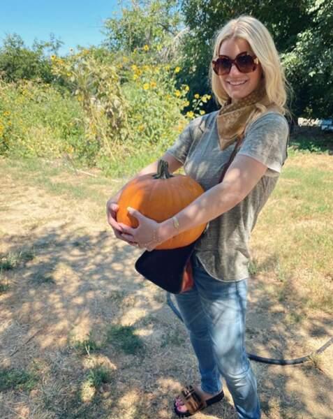Jessica Simpson, a fait son shopping d'Halloween.