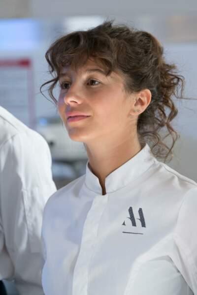 Sarah-Cheyenne (Elodie Larroudé) : Aveugle, Elodie ne compte pas laisser son handicap l'empêcher d'accomplir ses ambitions dans la cuisine.