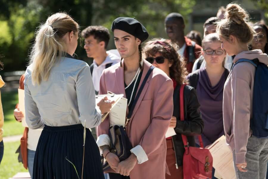 Nicolas Anselmo (Eliott Prevost) : Eliott se maquille et porte des tenues excentriques. Homosexuel assumé, il ne se laisse pas marcher sur les pieds. Il va se sentir troubler par les avances d'Hortense, une étudiante de première année.