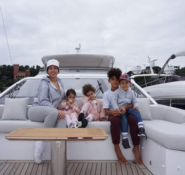 Georgina Rodriguez et ses enfants ont levé la grand voile.