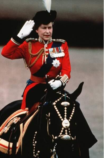 """Le """"trooping the color"""", cette parade militaire célébrant l'anniversaire de la reine, est plus vrai que jamais"""