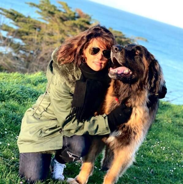 Mais aussi, elle est très proche de ses chiens !