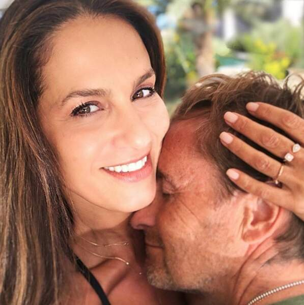 Selfie de couple pour Elisa Tovati et son mari Sébastien.