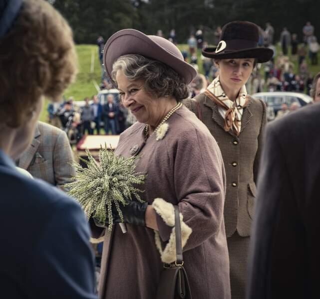 Marion Bailey interprète  le rôle de la Reine mère dans la saison 3 et 4