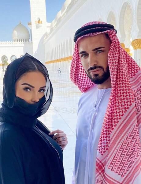Et Nabilla et Thomas Vergara s'étaient apprêtés pour visiter la Mosquée Cheikh Zayed à Abu Dhabi.