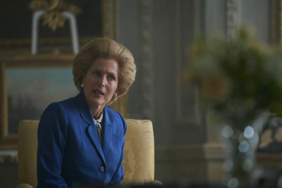 La saison 4 accueille un personnage de taille dans le monde politique britannique, c'est Gillian Anderson, métamorphosée,  qui lui prête ses traits