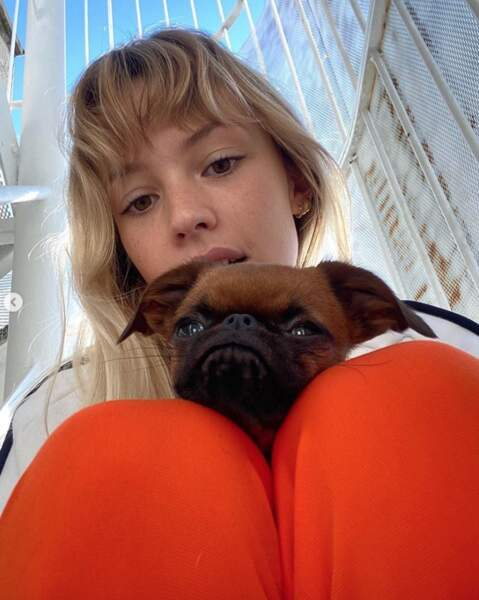 Angèle et un de ses chiens, Pepette.