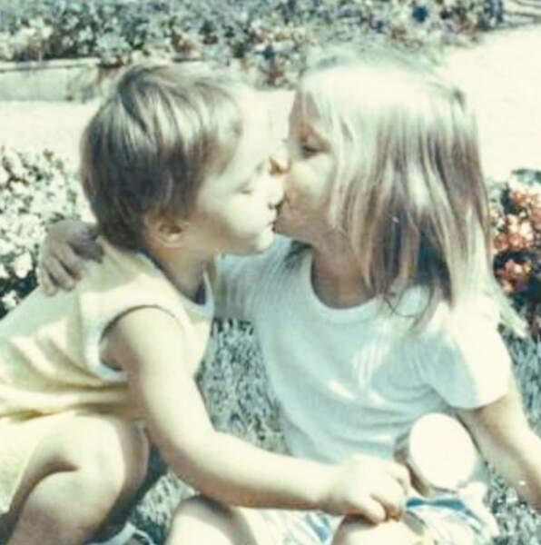 Bisou bisou entre Carla Bruni et sa sœur Valeria Bruni Tedeschi.