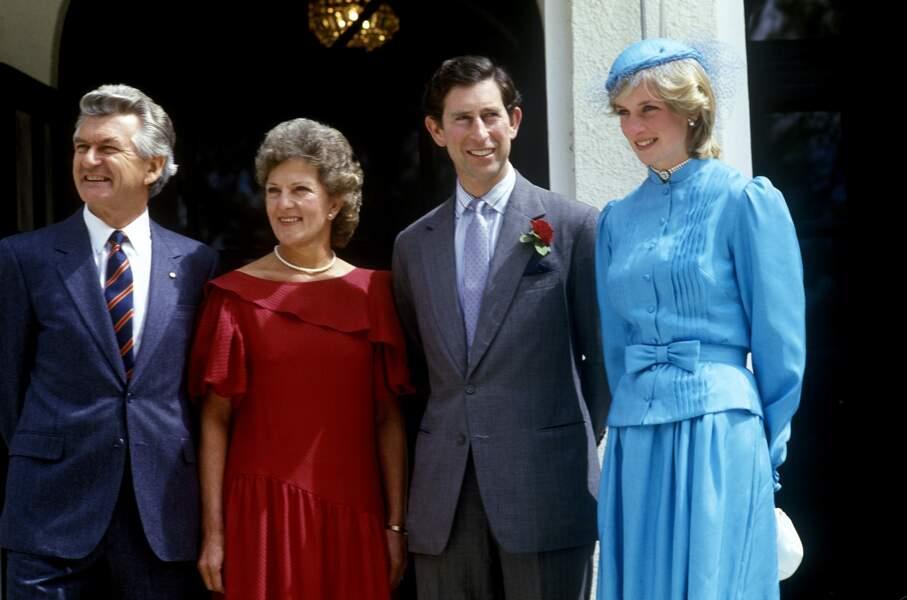 Lors de leur tournée officielle en Australie, le prince Charles et son épouse rencontrent le premier ministre Bob Hawke et sa femme Hazel.