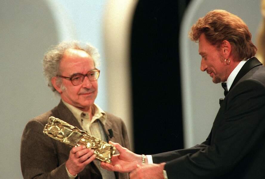Second Cesar d'honneur en 1998 pour Jean-Luc Godard, maintenant pour récompenser la qualité exceptionnelle de son oeuvre. C'est Johnny qui lui remet.