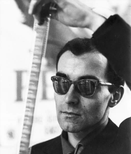 Jean-Luc Godard est né le 3 décembre 1930 à Paris dans une famille franco-suisse.