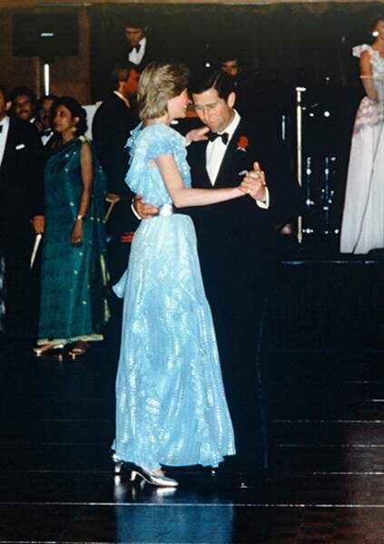 Le prince Charles et la princesse Diana lors de leur visite officielle en Australie. L'un des moments de complicité entre les deux époux.