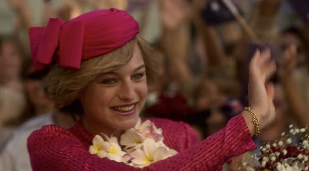 La robe rose portée par Diana a été minutieusement reproduite. La ressemblance entre les deux femmes en devient incroyable.