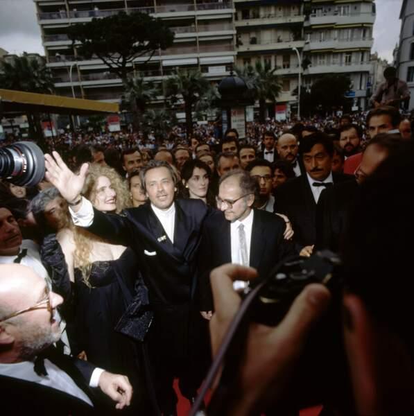 """Avec Alain Delon pour la présentation du film """"Nouvelle vague"""" à Cannes en mai 1990."""