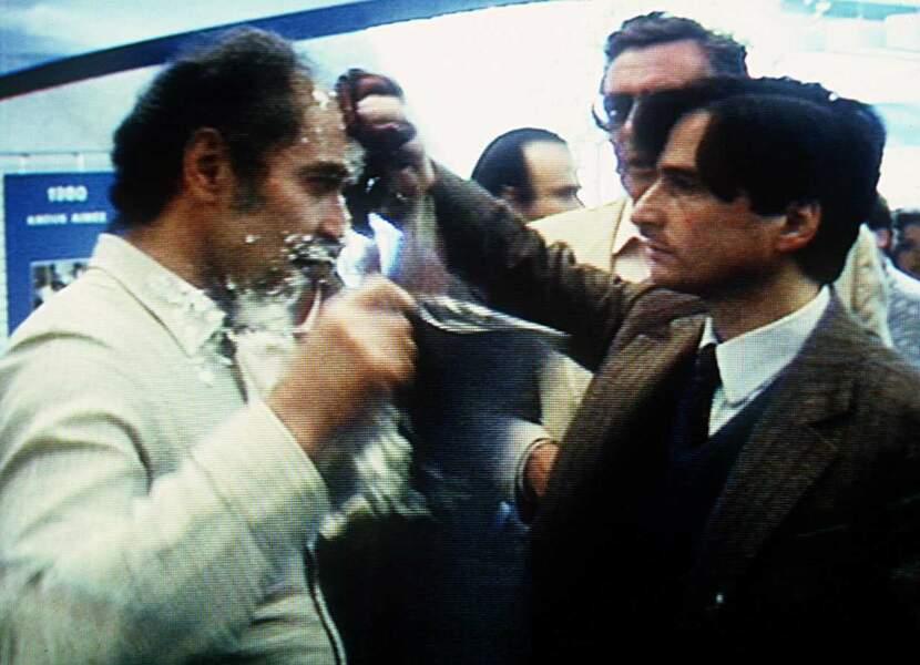 """Mais le cinéma de Jean-Luc Godard n'a pas toujours fait l'unanimité. Notamment auprès de Noel Godin, l'humoriste belge qui aimait """"entartrer"""" les célébrités (1985)."""