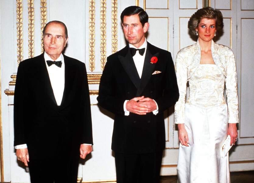 Le couple princier a sorti sa tenue de lumière pour dîner à Paris en compagnie de François Mitterrand en 1988.