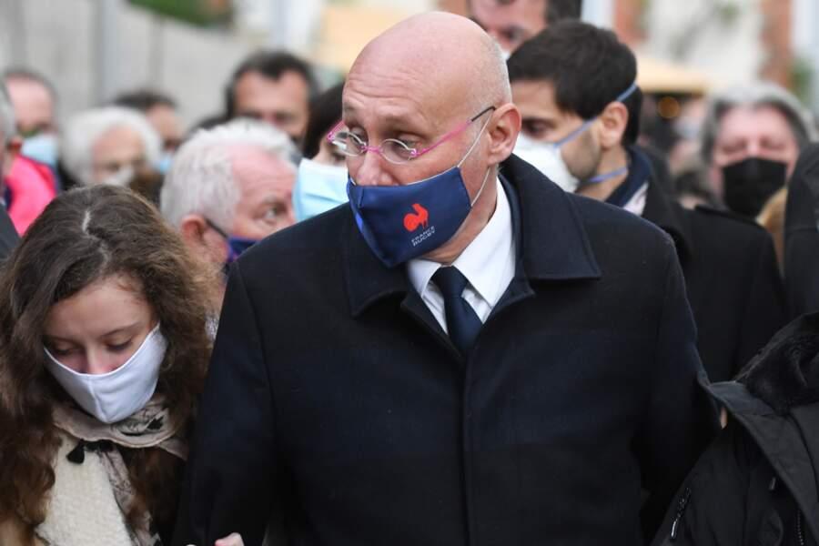 Le président de la Fédération française de rugby arborait d'ailleurs un masque aux couleurs du rugby français