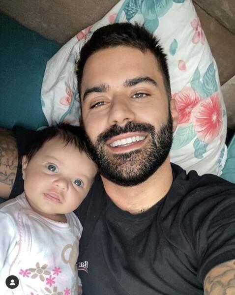 """Vincent Queijo immortalise son """"meilleur réveil au monde"""" avec sa fille Maria-Valentina"""