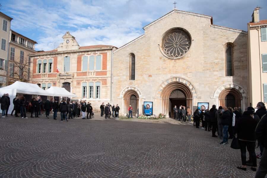 La cérémonie s'est tenue en l'église Saint-Louis de Hyères