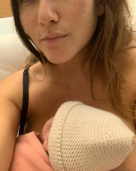Née le 2 novembre, la chanteuse et son bébé semblent se porter comme un charme