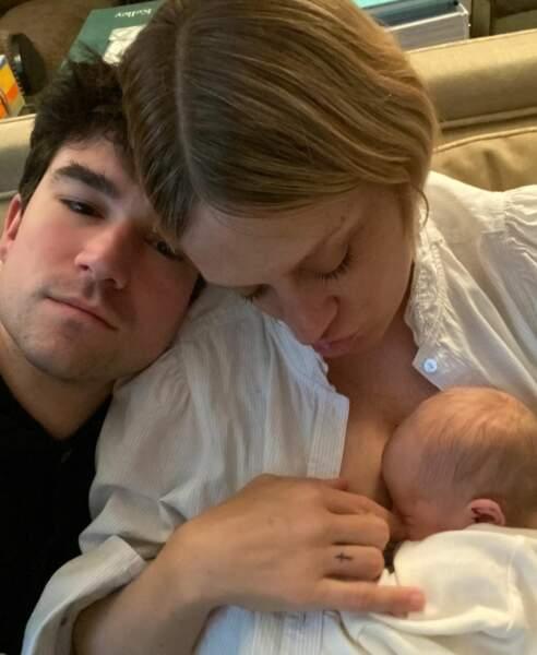 A 45 ans l'actrice est maman pour la première fois d'un petit Vanja. Avec son compagnon Sinisa Mackovic, ils pouponnent depuis le 2 mai