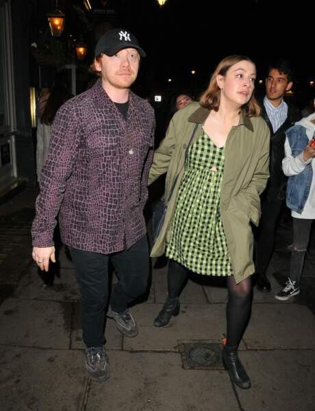 """Devenu mondialement célèbre grâce à son rôle de Ron Weasley dans la saga """"Harry Potter""""; Rupert Grint et sa compagne Georgia Groome sont devenu parents début mai."""