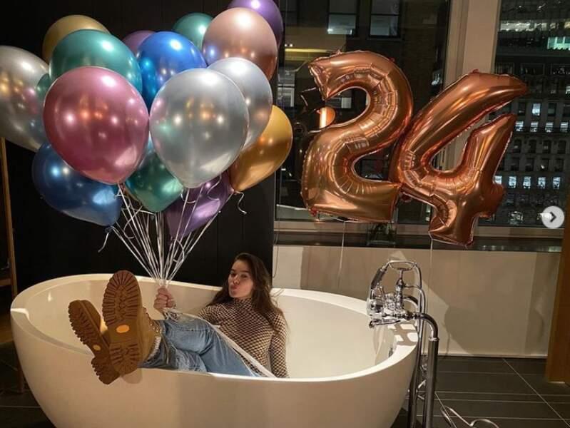 On commence avec plusieurs anniversaires : la chanteuse et actrice Hailey Steinfeld a eu 24 ans.